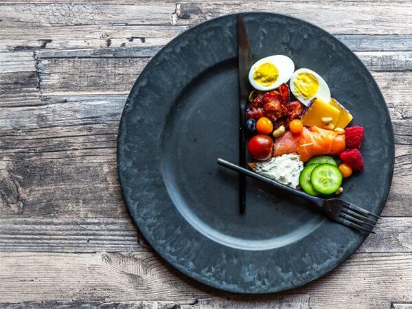 Điều gì sẽ xảy ra khi chúng ta nhịn ăn?