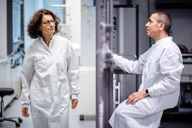 Özlem Türeci (trái) và Uğur Şahin (phải) đồng sáng lập công ty vắc-xin mRNA BioNTech.Nguồn: BioNTech SE 2021